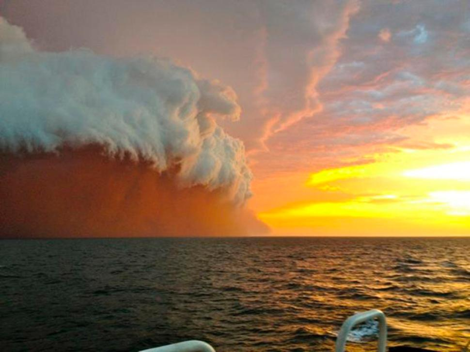 Dust Storm across the Red Sea