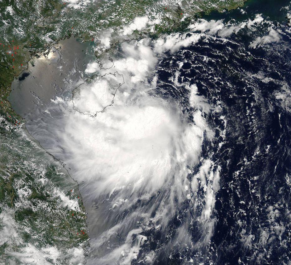 Typhoon Kai-Tak approaching Vietnam