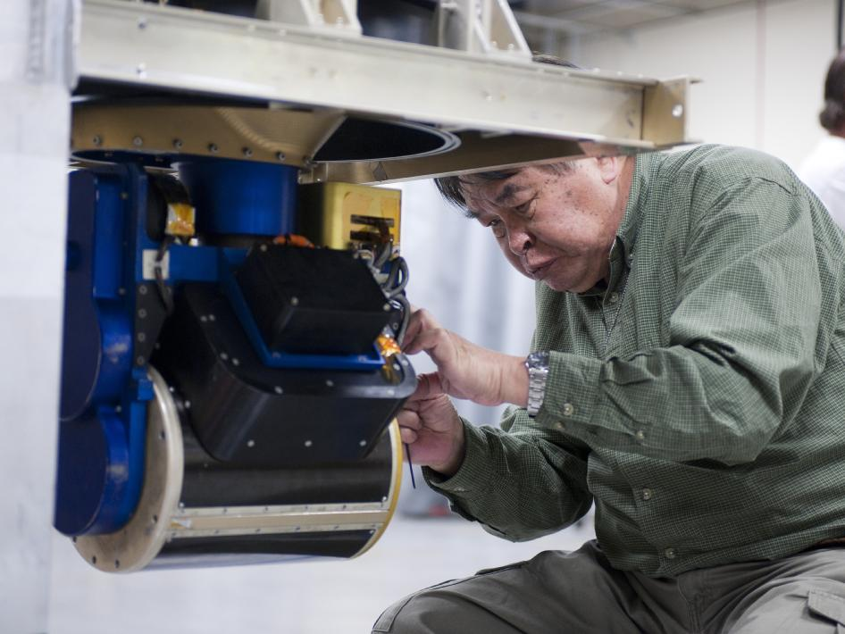Installing CoSMIR on DC-8