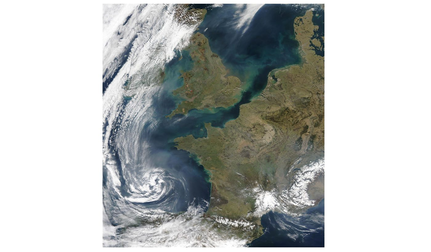 Pollution and Smoke off France and United Kingdom