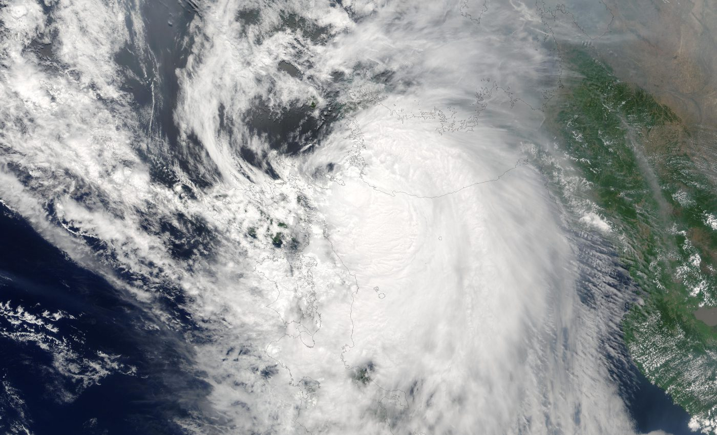 Typhoon Soudelor (07W) Between Korea and Japan