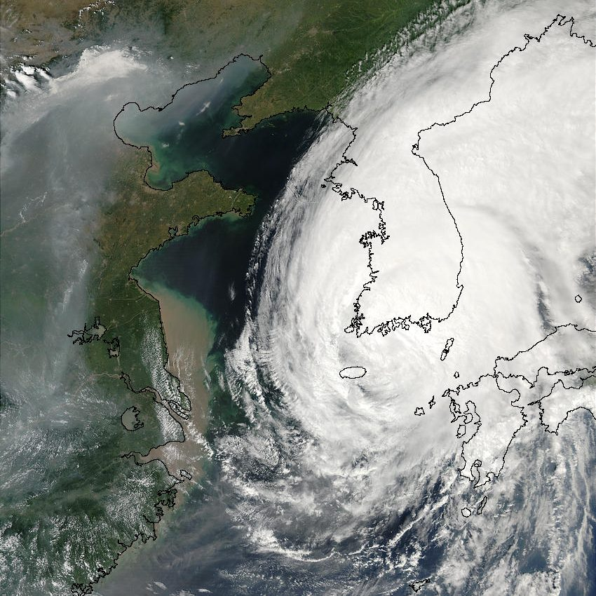 Typhoon Rusa (21W) Over Korea