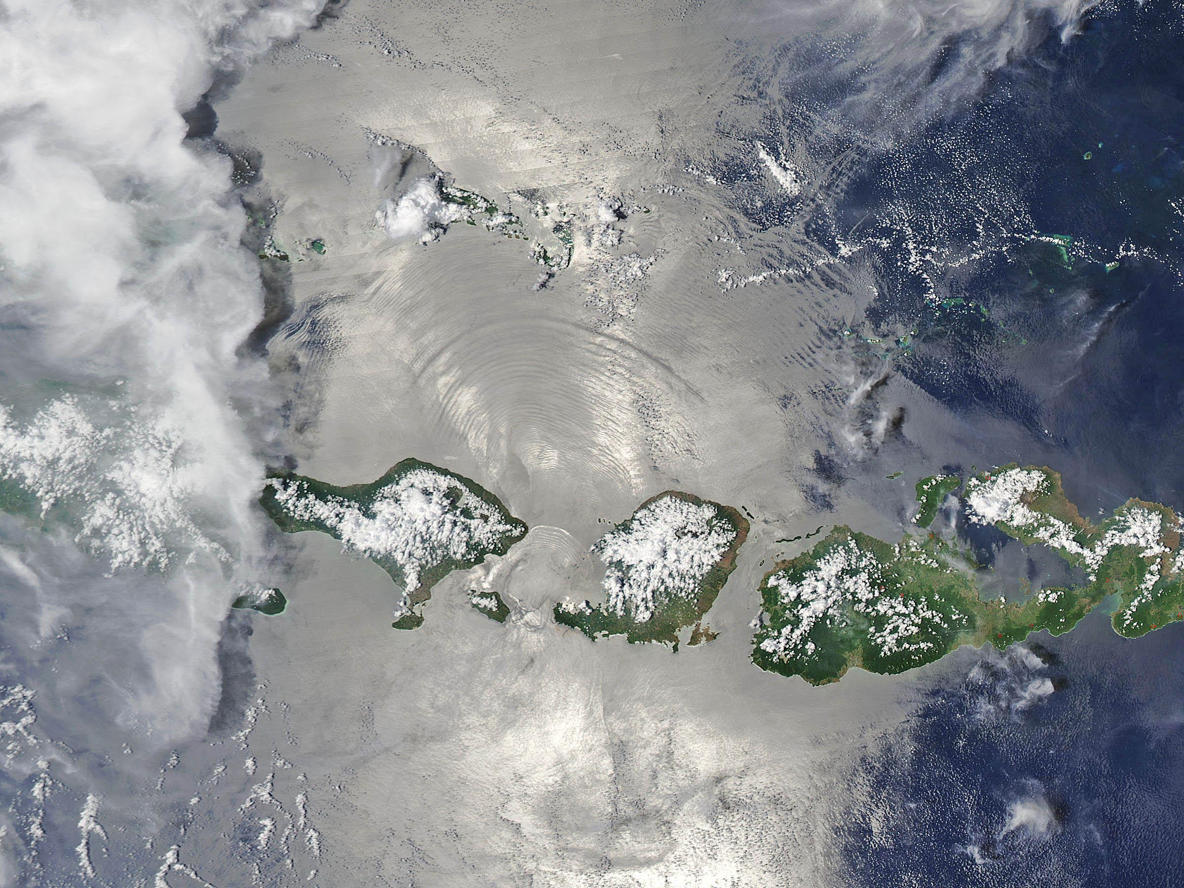 Lombok Strait nonlinear waves