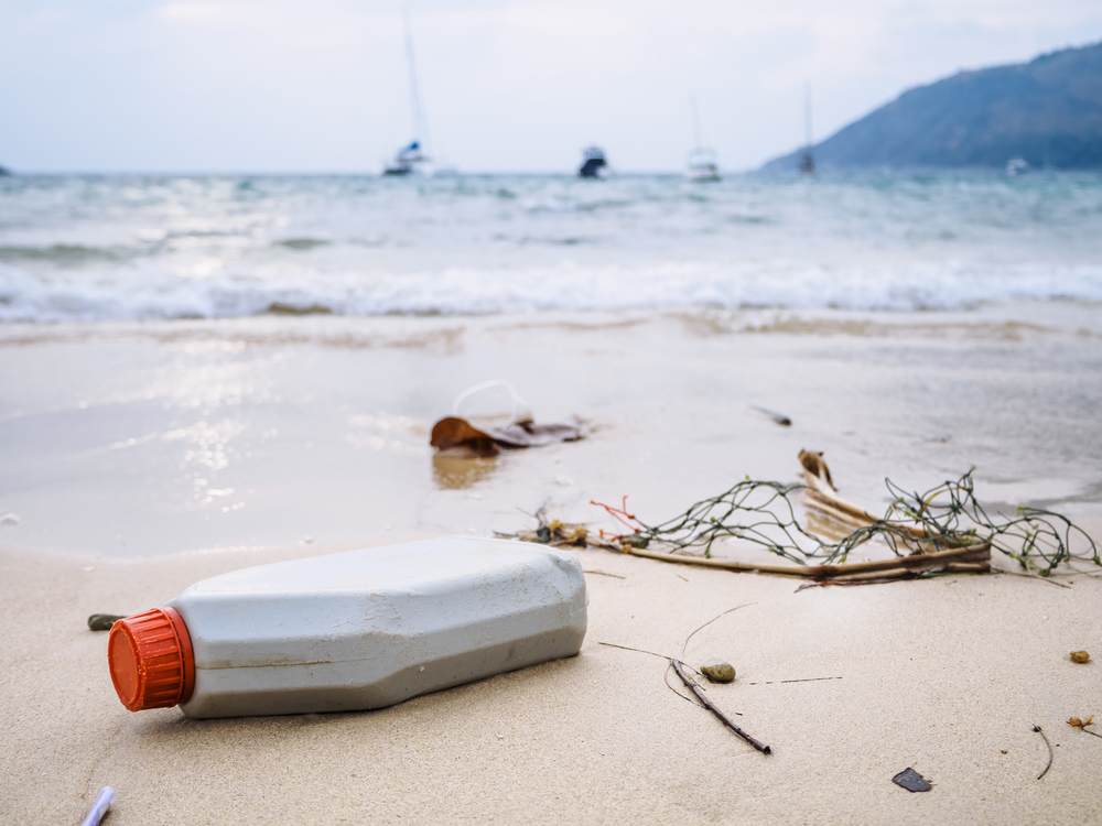 Procter & Gamble has vowed to use recycled beach plastic in its shampoo bottles.