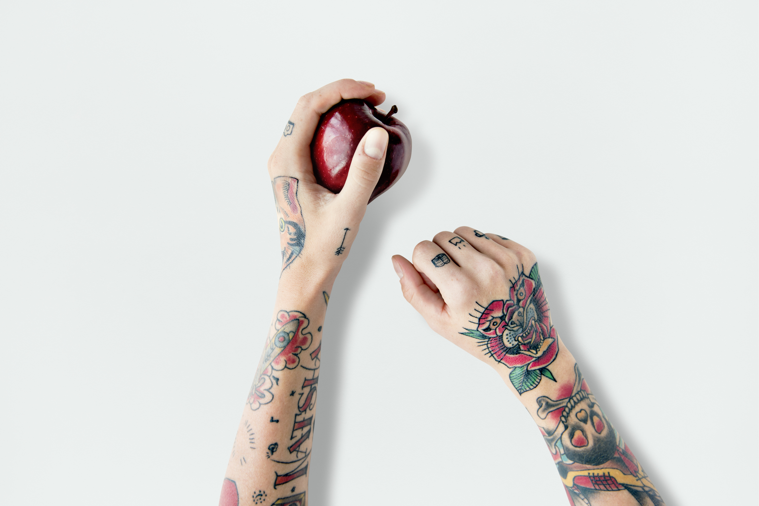 Sick of dealing with annoying and wasteful plastic stickers, Swedish supermarket chain IGA is testing out a way to tattoo our fruit.
