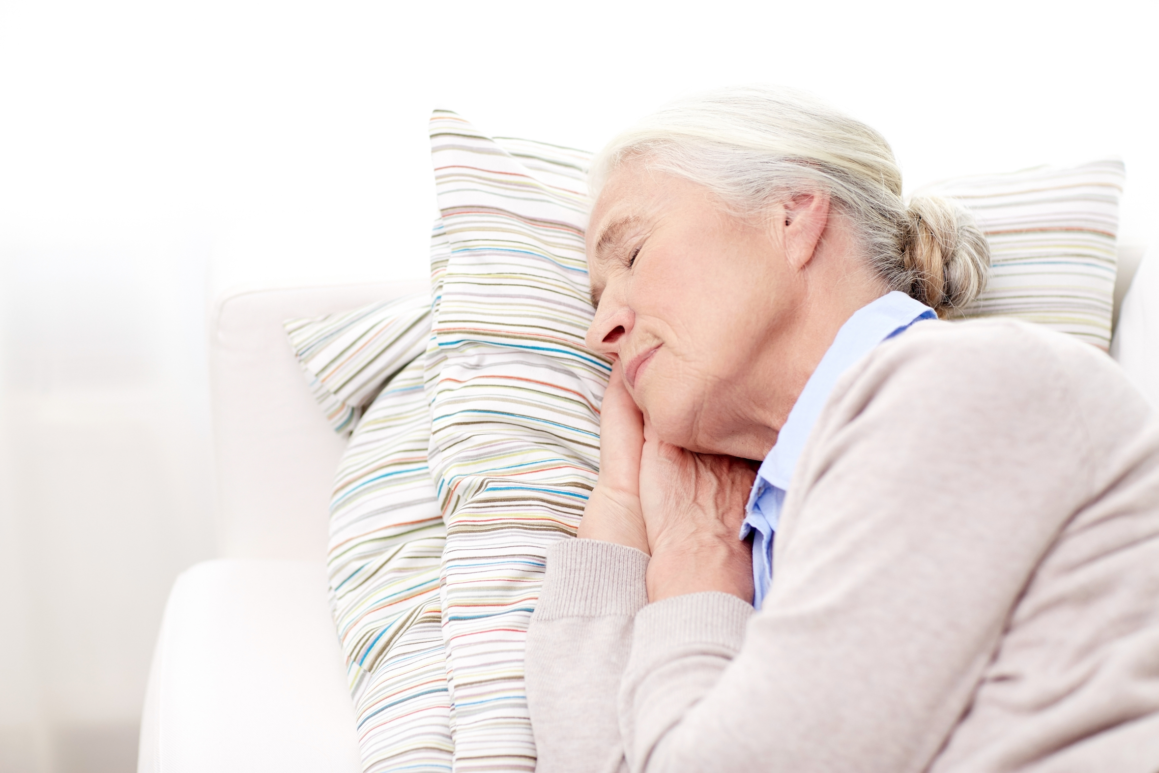 A new study has found that the lack of quality sleep experienced by the elderly can actually increase their risk of memory loss and disorders.