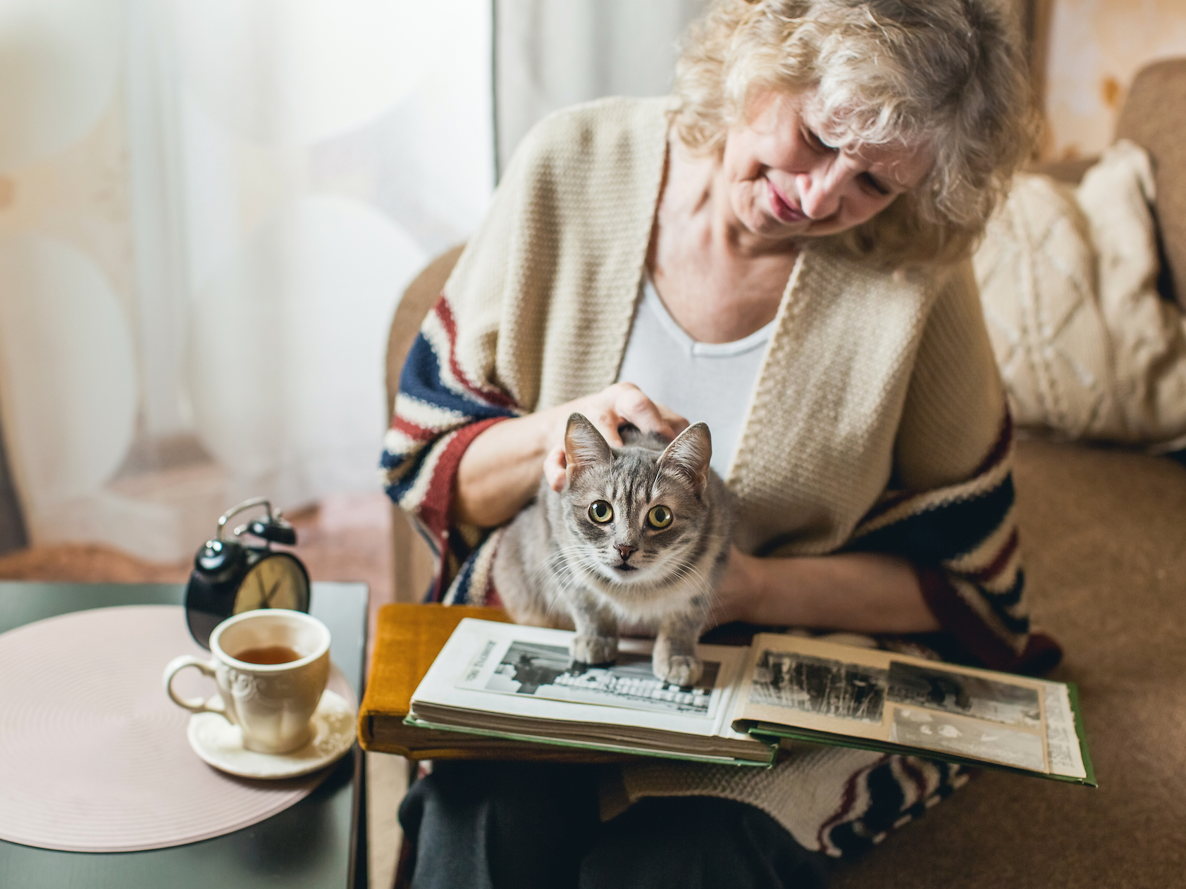 Cats appear to have better relationships with older women, according to a new article by a university expert in animal behavior.