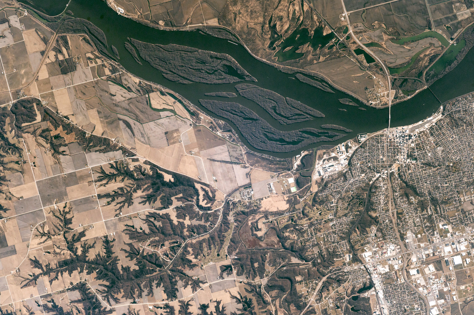 Today's Image of the Day comes thanks to the NASA Earth Observatory and features a look at Burlington, Iowa along the Mississippi River.