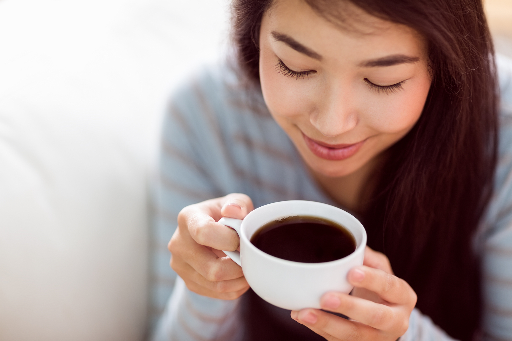 People who drink coffee appear to live longer, and it's not because of the caffeine, a new study from USC has found.