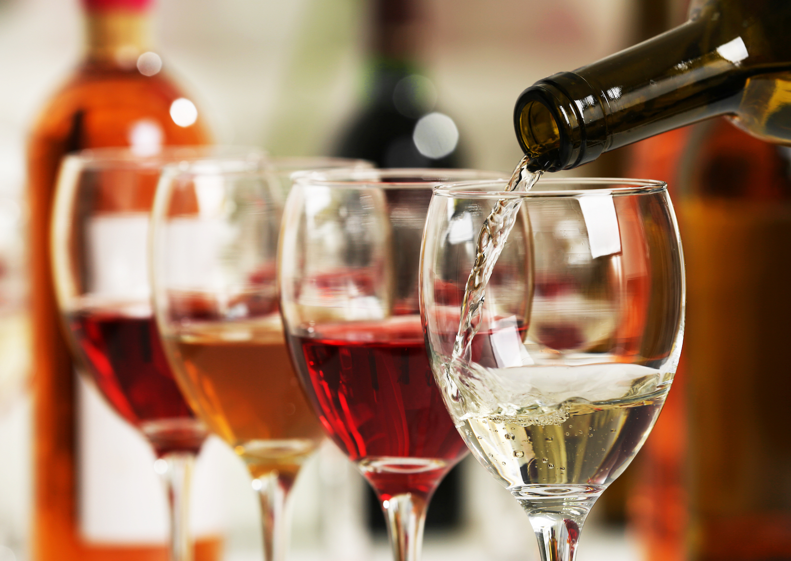 A new Oxford University study aims to answer the question of whether a screw cap bottle or corked bottle of wine tastes better.