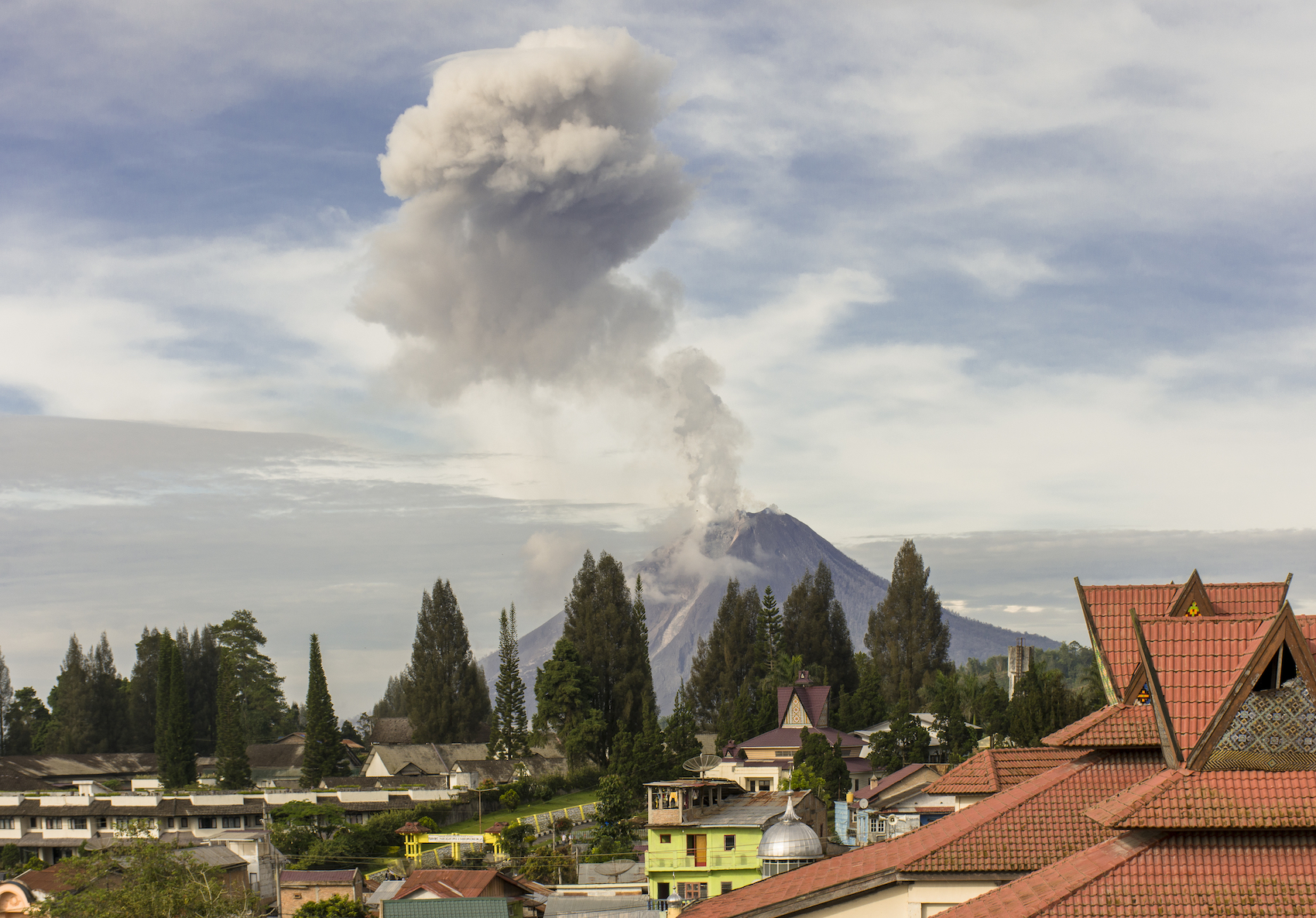 Mount Sinabung in Sumatra, Indonesia erupted on Wednesday, August 3rd, spewing ash almost three miles into the air.