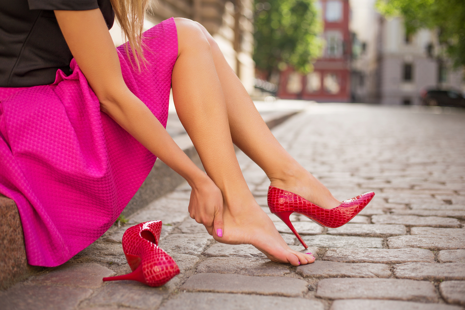 Both women and men prefer individuals who wear heels, and men are twice as likely to offer help to a woman who is wearing heels.
