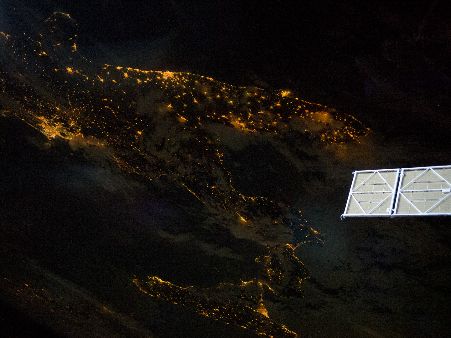Today's Image of the Day comes thanks to the NASA Earth Observatory and features a look at the Italian Peninsula at night.