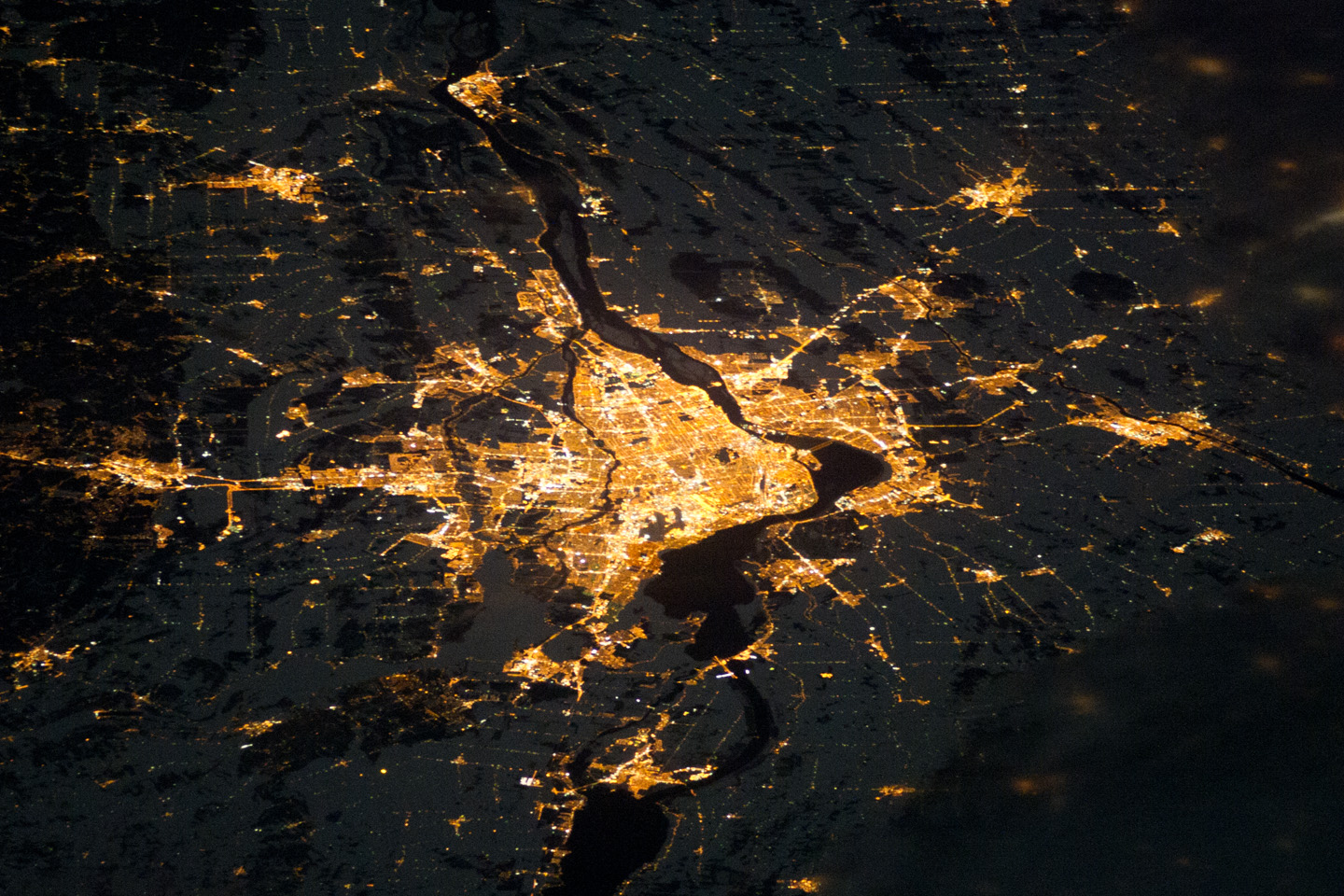 Today's Image of the Day comes thanks to the NASA Earth Observatory and features a look at the city of Montreal, Canada at night.