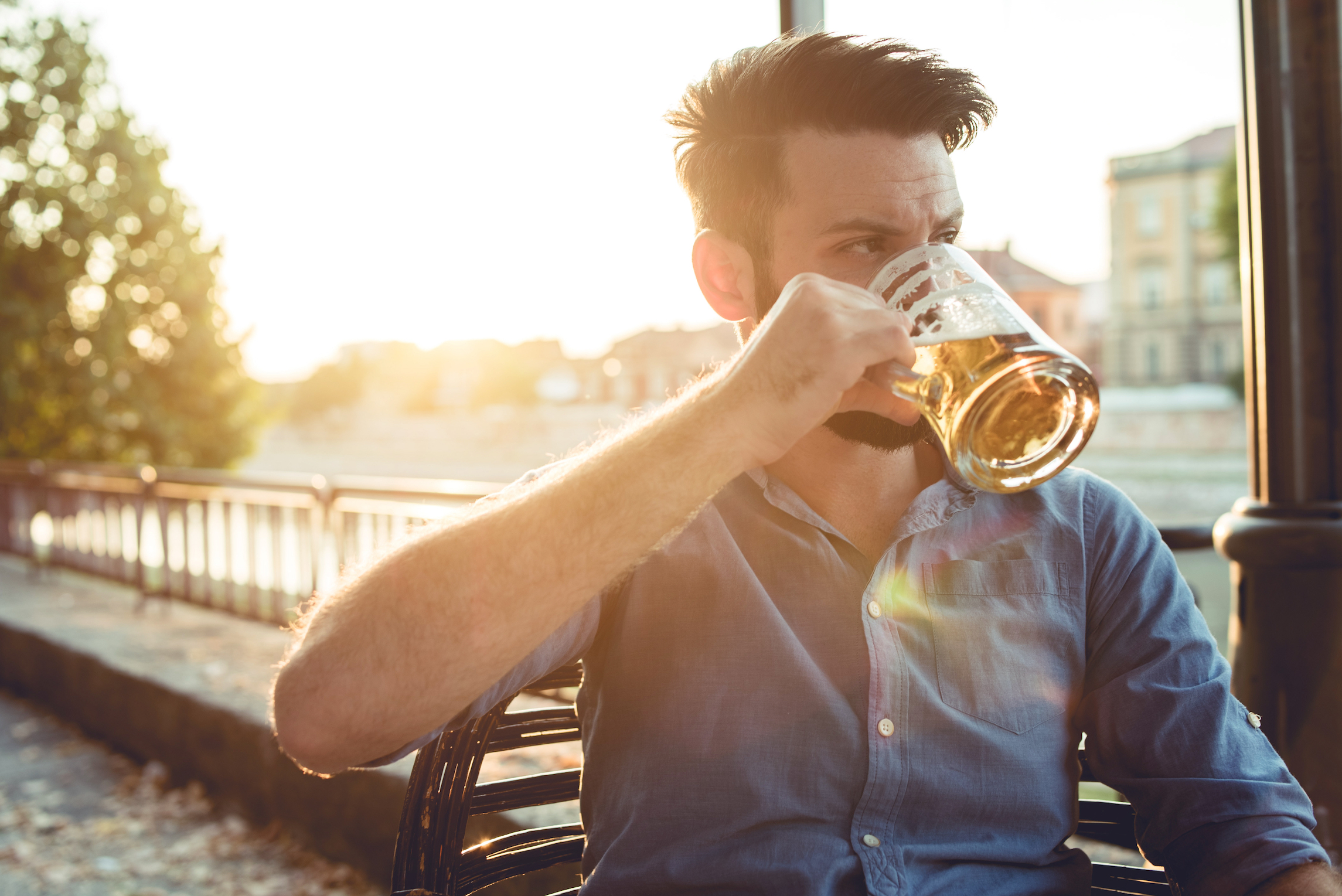 A recent study has found that men may have a more difficult time than women when trying to kick the habit of drinking.