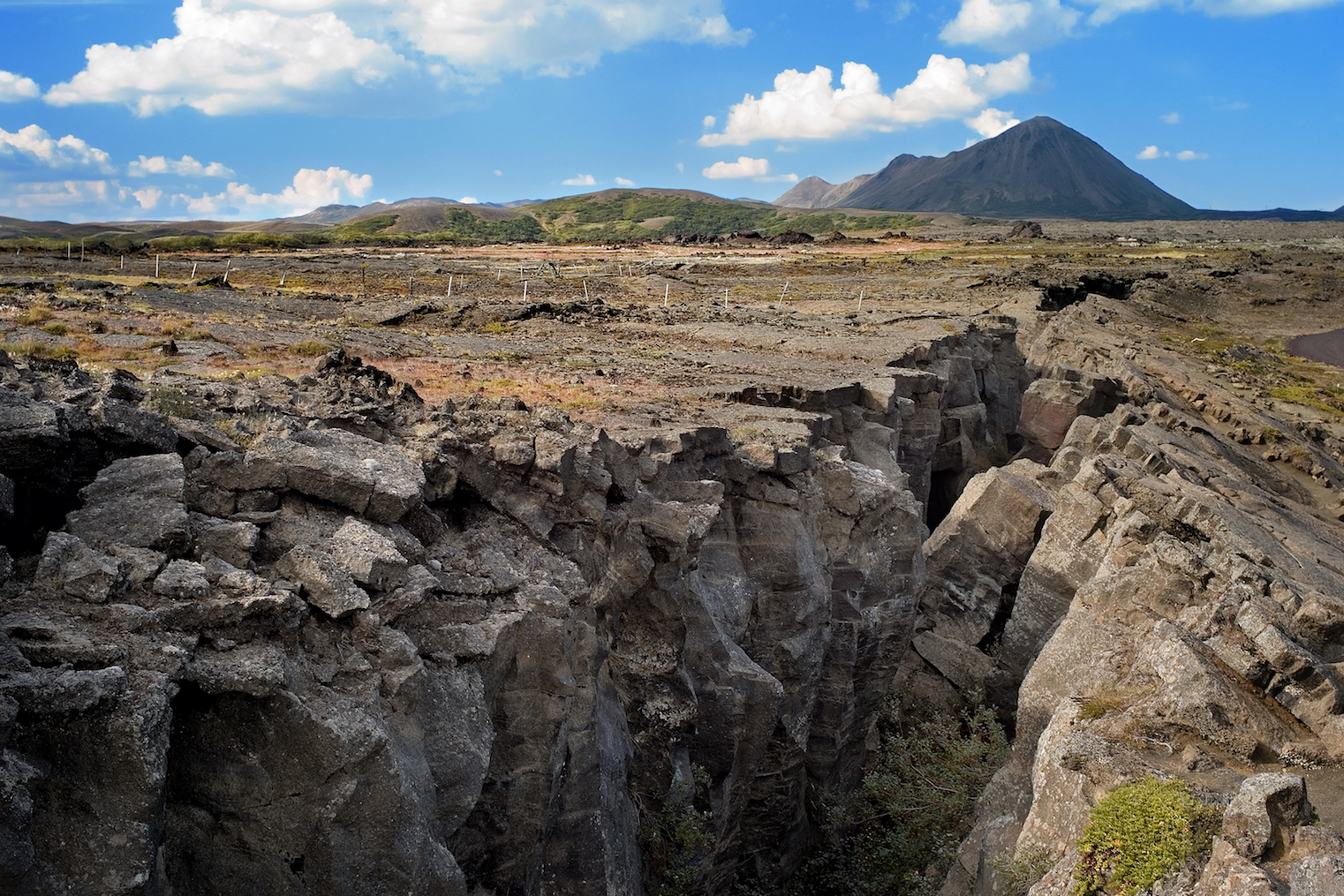 According to a new Oxford study, researchers have discovered that tectonic plates are weaker than what has been believed for many years.