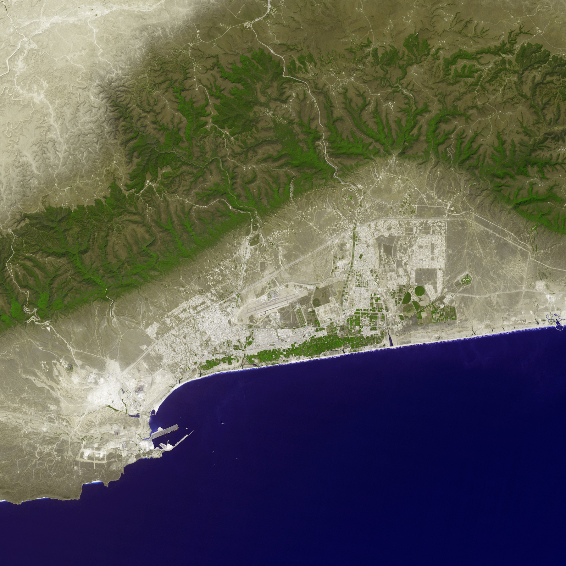 Today's Image of the Day comes thanks to the NASA Earth Observatory and features a look at the city of Salalah, Oman from space.