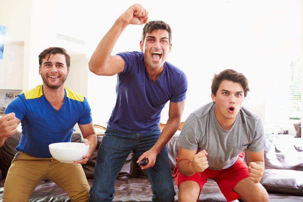 Pasivní sportování je bezpochyby doménou mužů. (Foto Earth.com)