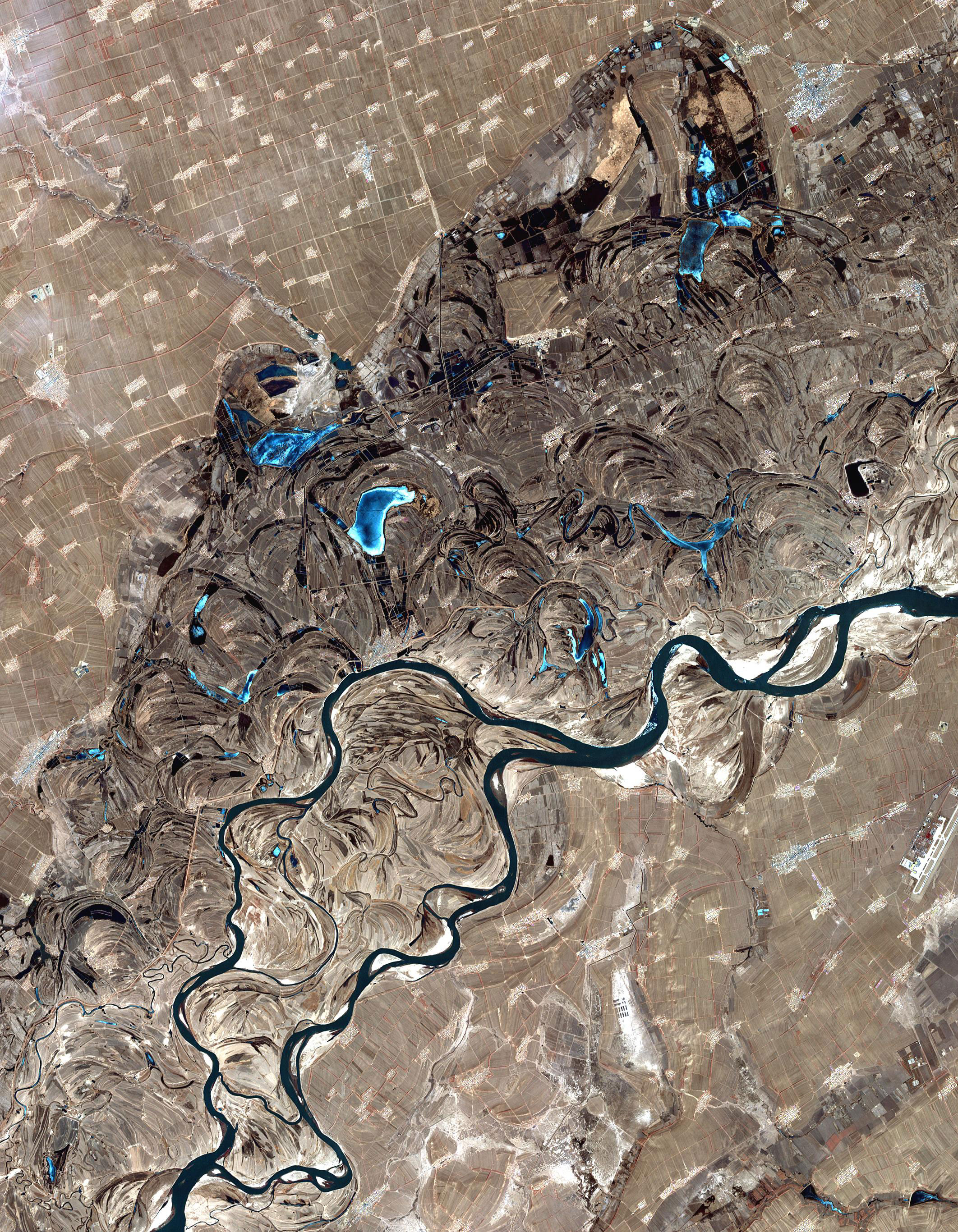 Today's Image of the Day comes thanks to the NASA Earth Observatory and features a look at the Songhua River in northern China.