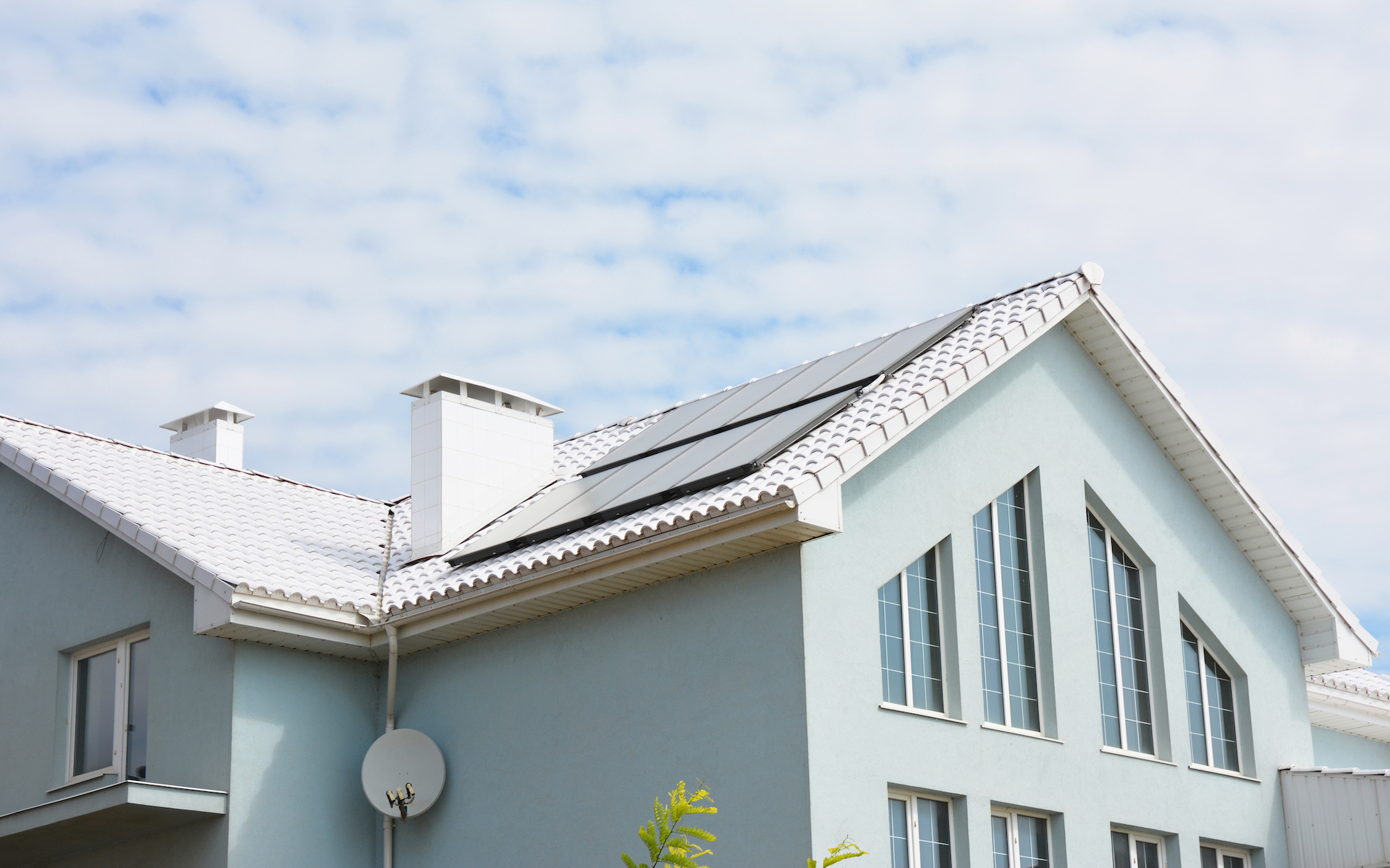 Cool roofs help reduce energy costs, but a new study has now found that they can also help save water as well.