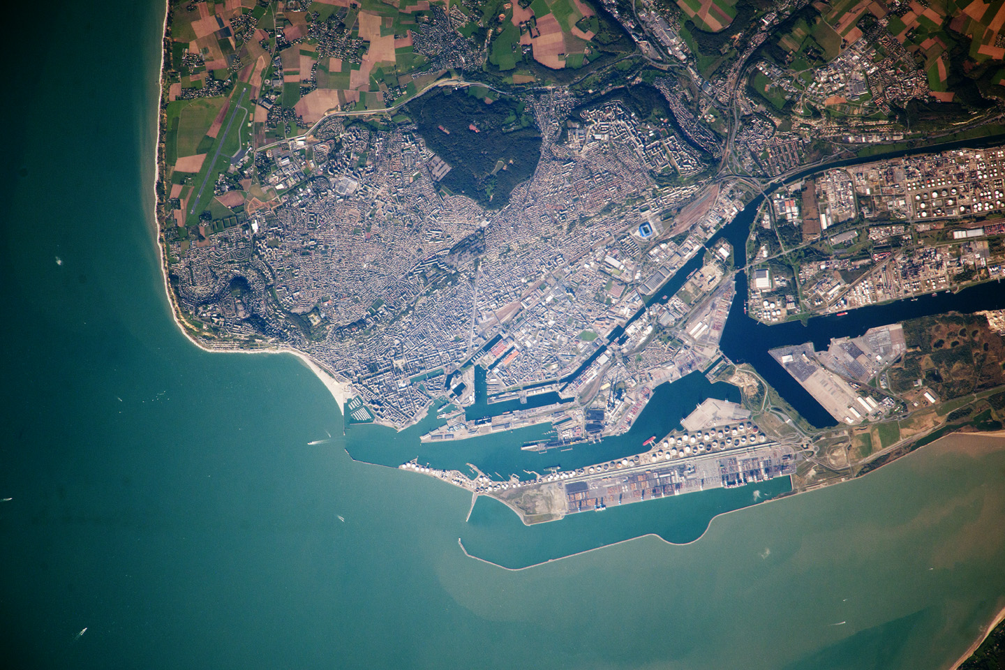 Today's Image of the Day comes courtesy of the NASA Earth Observatory and features a look at the city of Le Havre, France and the English Channel.