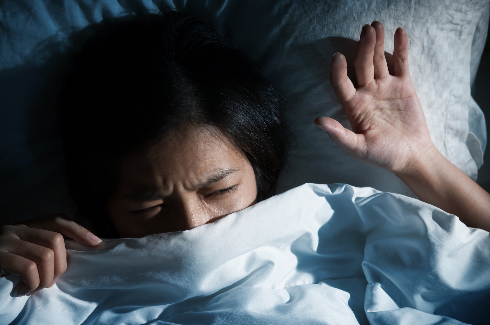 A new study has found that going to bed angry dwelling on negative memories will make it easier to recall those experiences later on.