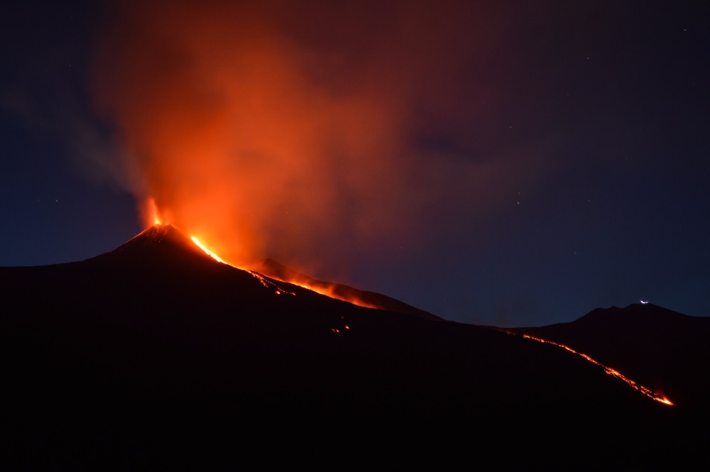 Volcanoes emit a lot of carbon dioxide – some much more so than others. Alkaline volcanoes like Mount Etna in Italy and Mount Erebus in Antarctica dwarf the carbon output of other volcanoes by 10 to 50 times, Antarctic zircons have revealed.