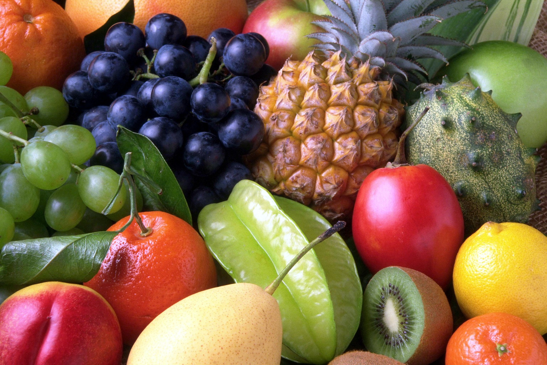 New guidelines out of the UK suggest that fruit should be kept in the fridge in order to keep them fresher longer.