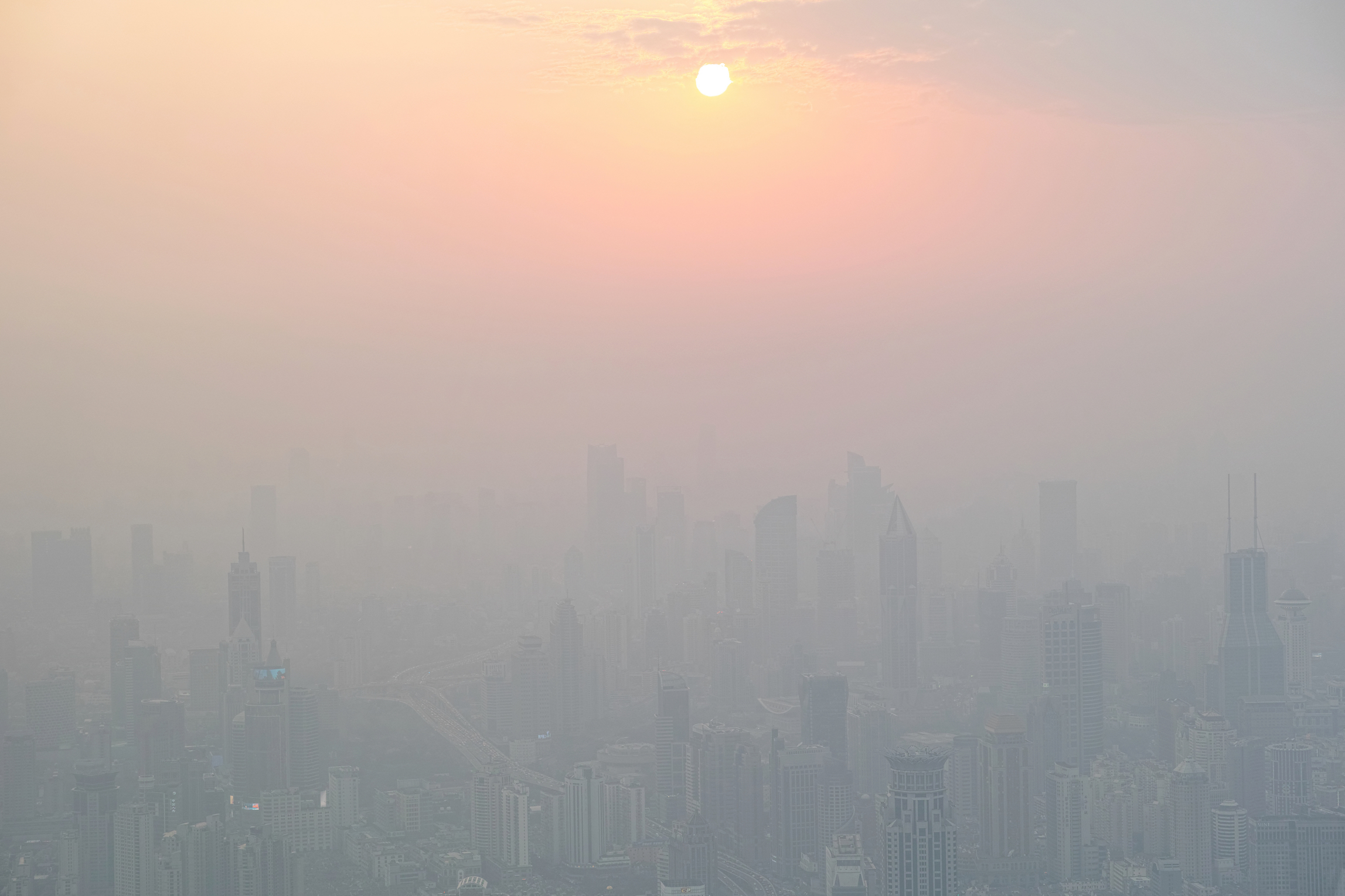 A leading climate change expert has outlined five specific ways to effectively address severe air pollution in China.