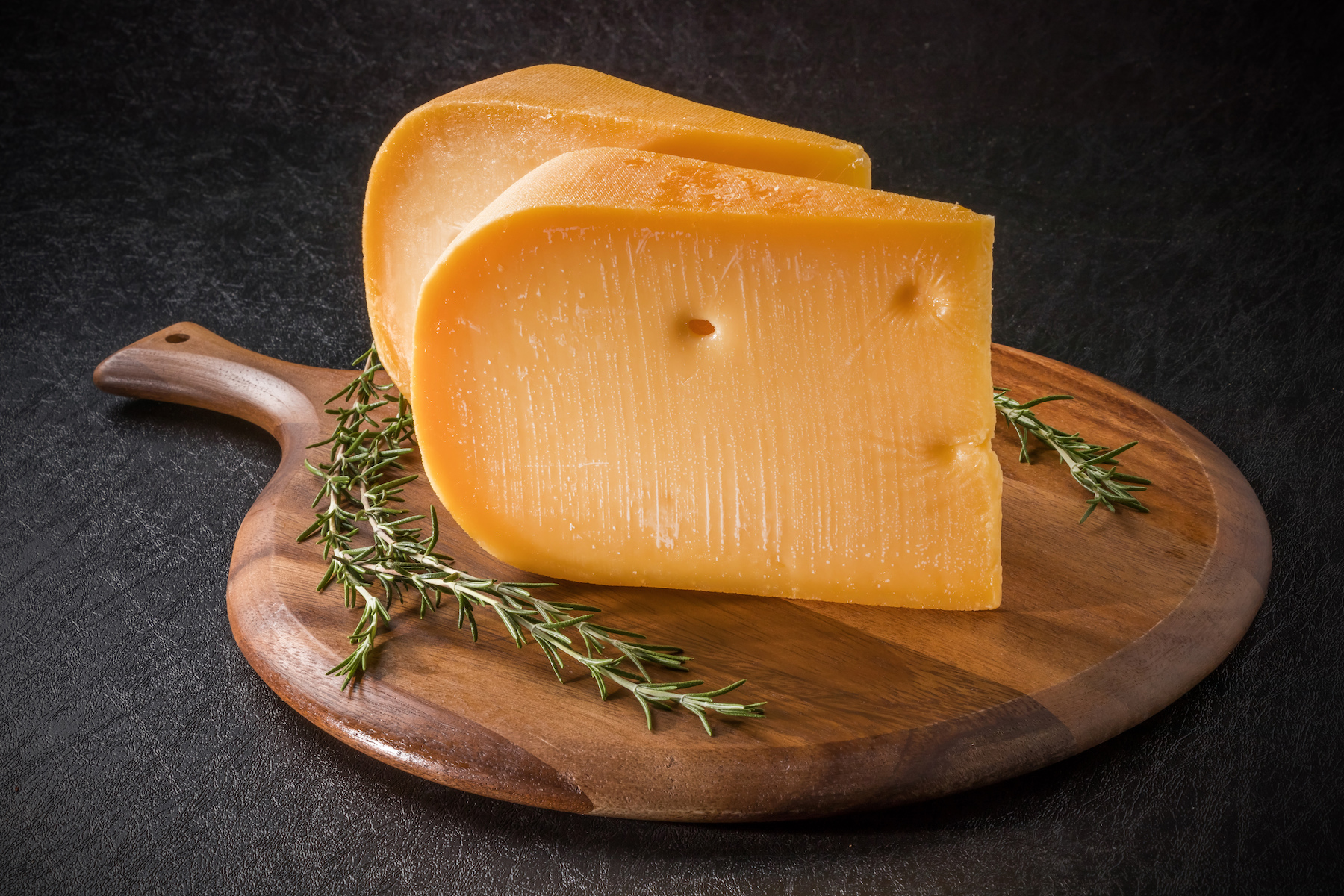 A team of experts has developed a tool that can monitor strains of bacteria with high resolution to maintain a better quality of cheese.