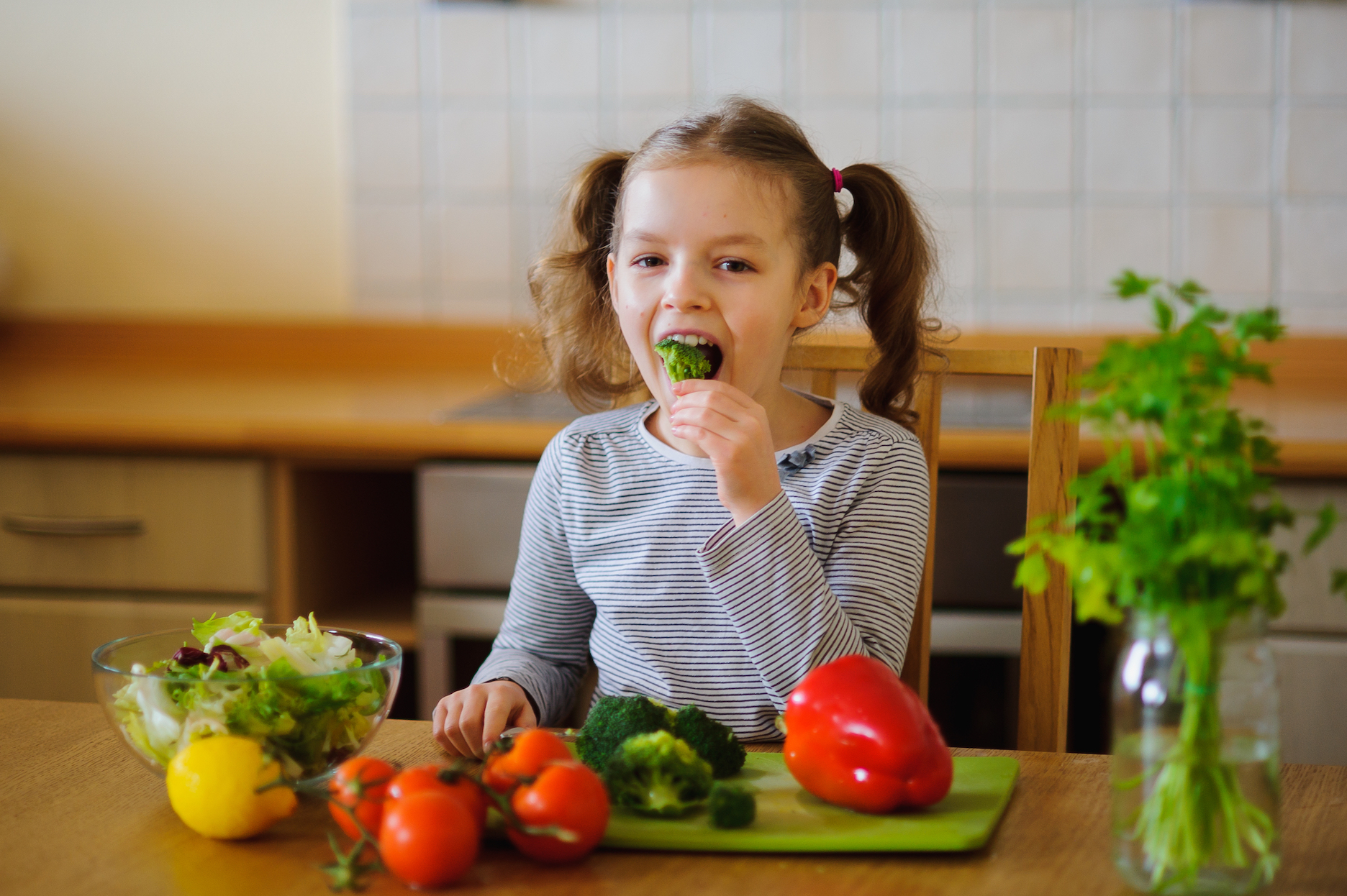According to new research, healthy eating is linked to kids having better self-esteem and fewer emotional and peer problems.