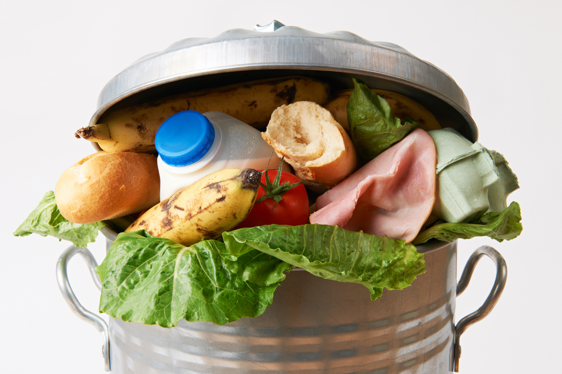 We often throw out food that has spoiled, rotted, or landed on our plate in too high a quantity. But have you ever thought about how much food we waste per year?
