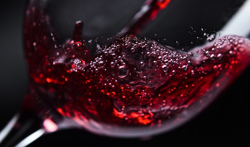 A new study published by the American Chemical Society describes how tiny magnetic particles can be used to improve the taste of wine.
