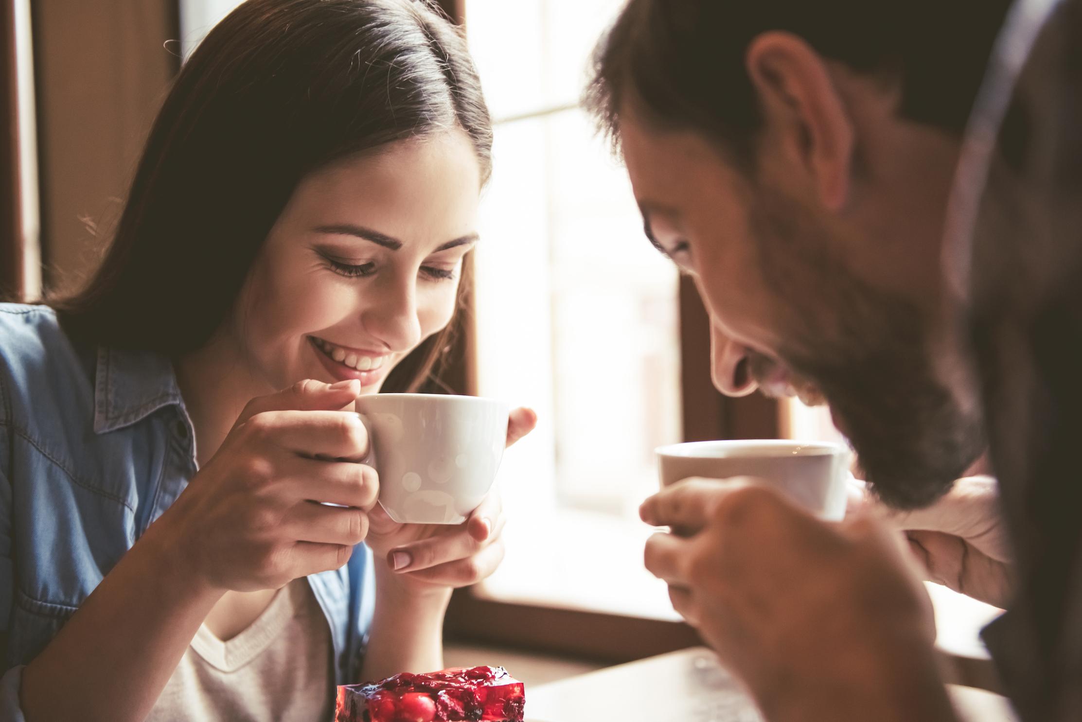 двое пьют кофе картинка сих пор