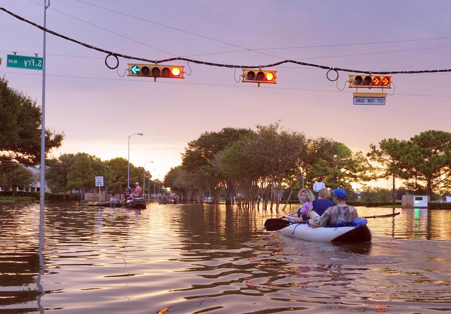 A team of researchers has recognized a link between the average distance of humans to rivers and the occurrence of catastrophic flood events.