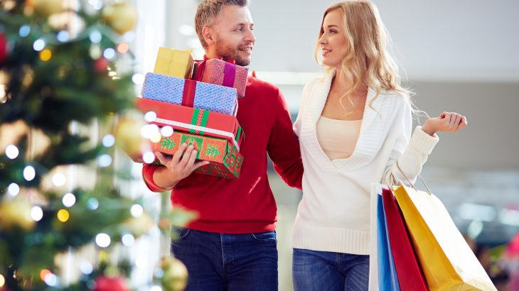 A new study form Northwestern University has revealed that people who are more emotionally stable spend more money during the holidays.