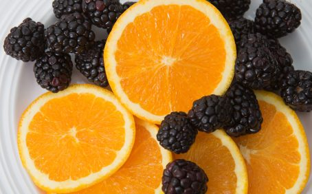 Orange and red vegetables, berry fruits, orange juice, and leafy greens all contribute to a lower risk of memory loss among men.