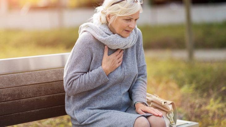A new study shows that women often wait longer than men to get help during a heart attack because they experience different symptoms.