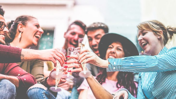 College binge drinking and social media addiction may be linked, according to a new study that identified some worrying trends.