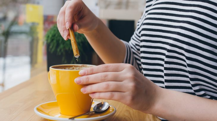 Non-sugar sweeteners may seem like a healthier alternative, but a new comprehensive analysis shows that there are few health benefits.