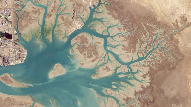 Today'sImage of the Day comes from the NASA Earth Observatoryand features an overhead look at Musa Bay, Iran as seen from space.