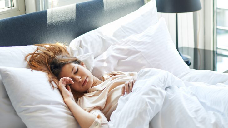A team of researchers has determined that sleeping more on the weekends cannot compensate for a chronic lack of sleep.
