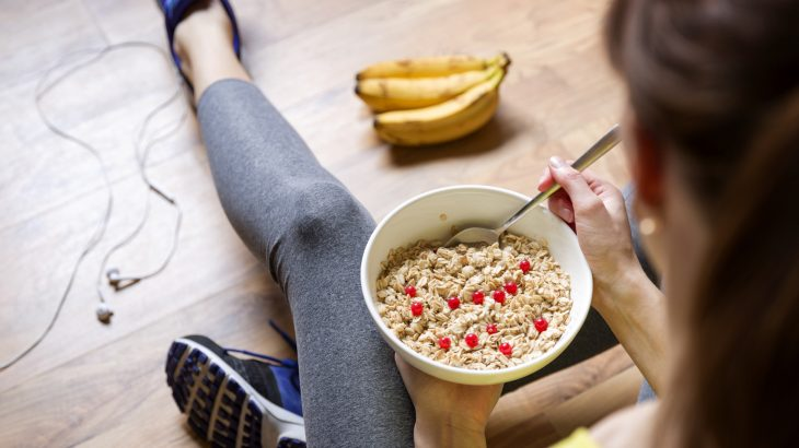 A new study shows that those who watch less television and eat energy-rich breakfasts are at a lower risk of developing heart disease or suffering a stroke.
