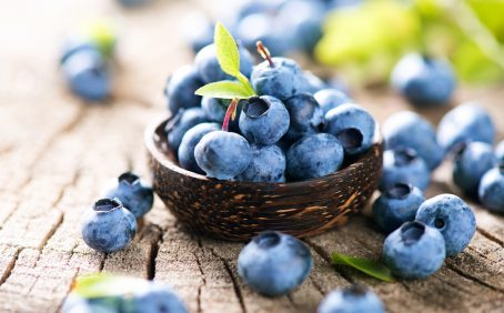 A new study suggests that surrounding blueberry plants with grass helps them absorb more iron and increases their antioxidant content.