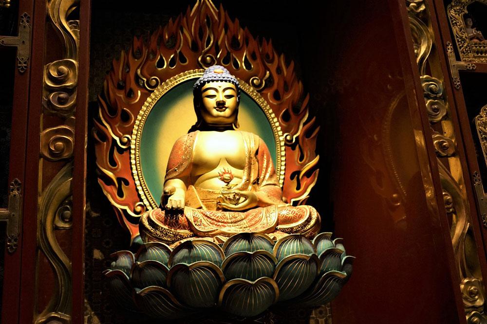 buddha statue lotus flower