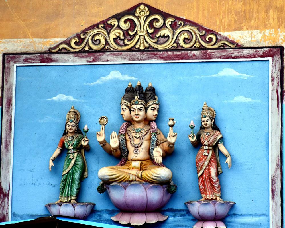 Brahma statue lotus flower