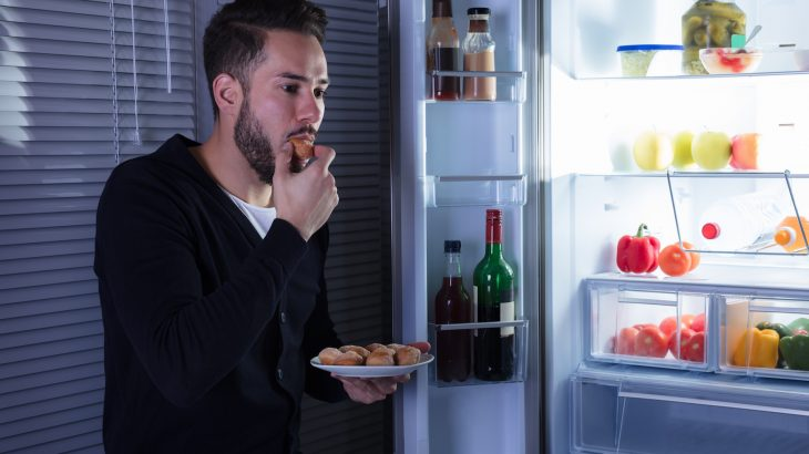 A team of researchers has found that junk food cravings and heavy drinking are controlled by the same brain circuit.