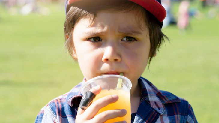 A new study from researchers at Penn State has found that kids and young adults who do not drink water throughout the day may consume twice the amount of calories from sugary drinks.