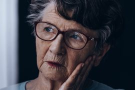 A new study has determined that significant weight gain and/or weight loss would heighten the risk of dementia in older people.
