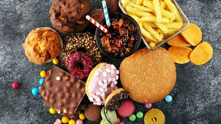 Researchers found a strong correlation between proteins that are abundant in junk food called advanced glycation end products and food allergies.
